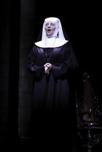 Noëlla Huet(Mère Abbess) dans The Sound of Music © Cylla von Tiedemann