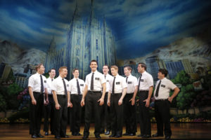 La distribution de la comédie musicale The Book of Mormon (c) Joan Marcus, 2013
