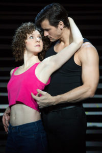 "Gillian Abbott (Baby) et Samuel Pergande (Johnny) dans la tournée nors-américaine de ""Dirty Dancing – The Classic Story On Stage © Matthew Murphy"